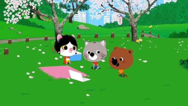 In Tokio treffen sich Mouk und Chavapa mit ihrer Freundin Miko zum Hanamifest in einem Park. Das Hanamifest ist auch als Kirschblütenfest bekannt. | Rechte: KiKA/Millimages