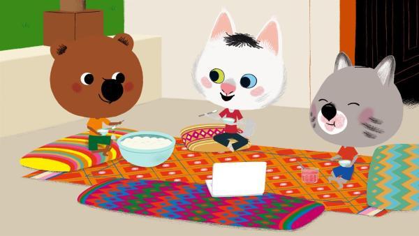 Mouk und Chavapa besuchen ihren Freund Kedi in der Türkei. Dort gibt es leckeren Joghurt, den Kedi wie viele seiner Landsleute mit Salz isst. | Rechte: KiKA/Millimages