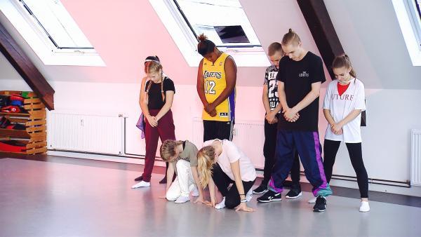 Am ersten Coaches-Tag muss die MY MOVE DANCE CREW vor den Coaches, Iggy, Lehmi und Vio tanzen. | Rechte: MDR/Starship Film