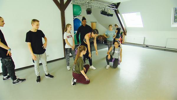 Zurück in Berlin geht es sofort wieder zum Choreo-Training. | Rechte: MDR/Starship Film