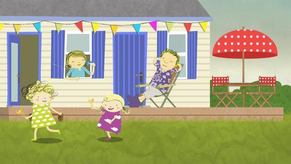 Papa und Mama faulenzen in der Hitze, während Nele und Nora spielen. | Rechte: KiKA/Geronimo Productions