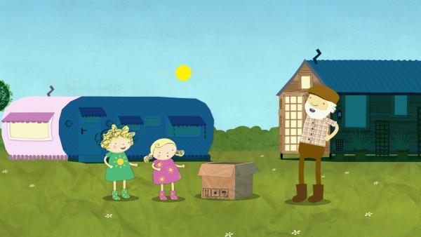 Bauer Jost hat ein riesiges Paket. Was mag wohl darin sein, fragen sich Nora und Nele. | Rechte: KiKA/Geronimo Productions