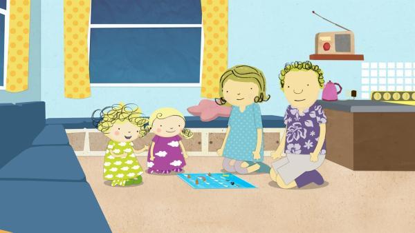 Draußen gibt es ein Gewitter. Also spielen Nele, Nora, Mama und Papa heute drinnen. | Rechte: KiKA/Geronimo Productions