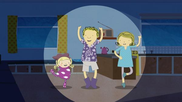 Nun spielt die gesamte Familie das Blitz-Spiel. | Rechte: KiKA/Geronimo Productions