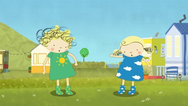 Nele und Nora fragen sich, ob es heute eher sonnig oder wolkig ist. | Rechte: KiKA/Geronimo Productions