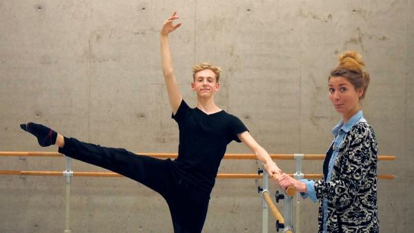 Jana besucht Niklas beim Training an der Palucca Hochschule für Tanz in Dresden. | Rechte: WDR/tvision