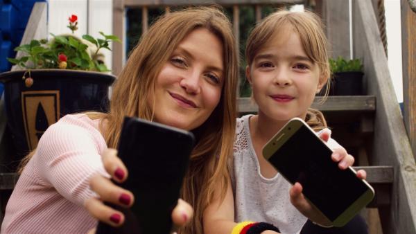 Reporterin Jana begleitet in dieser neuneinhalb-Spezialausgabe die zehnjährige Hanna, die vor dem Wechsel auf die weiterführende Schule mit einem Smartphone überrascht wird und mit ihren Eltern direkt über Nutzungsregeln verhandeln muss. | Rechte: WDR/tvision
