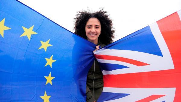 Die Briten wollen die EU verlassen! Aber warum sorgt das für so viel Unruhe? Wie wird der Austritt der Briten die Europäische Union verändern? Das und mehr will Moderatorin Siham wissen. | Rechte: WDR/tvision