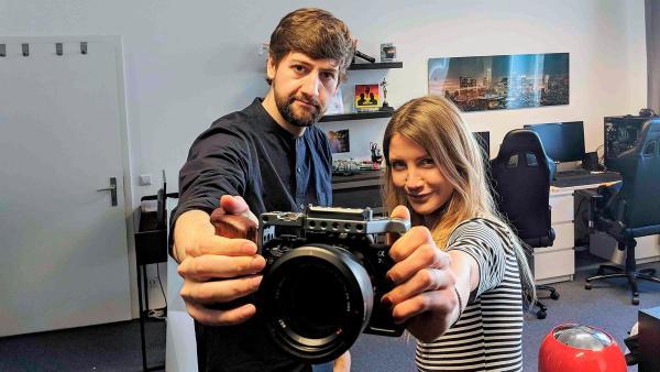 Jana trifft den YouTuber Robin, besser bekannt als RobBubble. Er hat die Auseinandersetzungen rund um das neue Gesetz zum Urheberrecht genau verfolgt. | Rechte: WDR/tvision