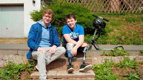Reporter Robert (li.) mit dem 11-jährigen Elias | Rechte: WDR/tvision