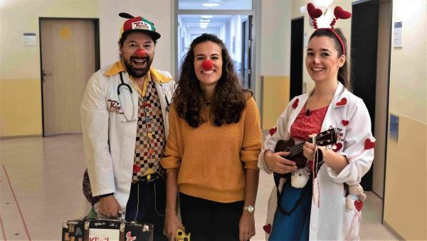 Mona begleitet die beiden Klinik-Clowns Pimpi und Halli Hallo zu einem Einsatz auf der Kinderstation. | Rechte: WDR/tvision