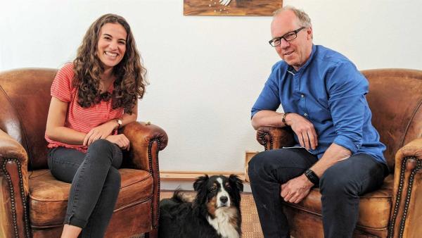 Reporterin Mona stellt sich ihrer Angst vor Hunden und trifft dafür den Psychotherapeuten Uwe Landwehr. | Rechte: WDR/tvision
