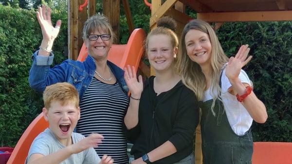 Jana besucht die Familie Löhrke. Von der 13-jährigen Aliyah erfährt sie, wie es ist einen Bruder mit Behinderung zu haben. | Rechte: WDR/tvision