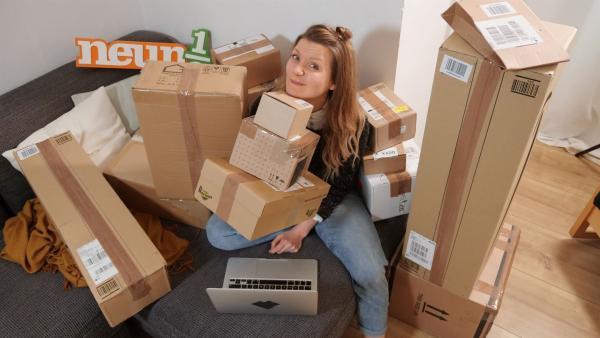 Ein Klick und schon sind Online- Bestellungen auf dem Weg zu uns nach Hause. Aber was sind eigentlich die Nachteile vom Onlineshopping? Jana findet es heraus.   Rechte: WDR/tvision