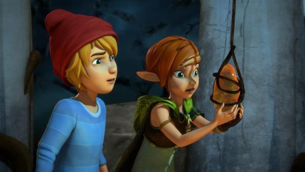 Im Reich des Dunklen Elfs finden Nils und Lina unzählige magische Gegenstände. Der Dunkle Elf hat sie anderen Elfen gestohlen. | Rechte: BR/Studio 100 Animation/Studio 100 NV
