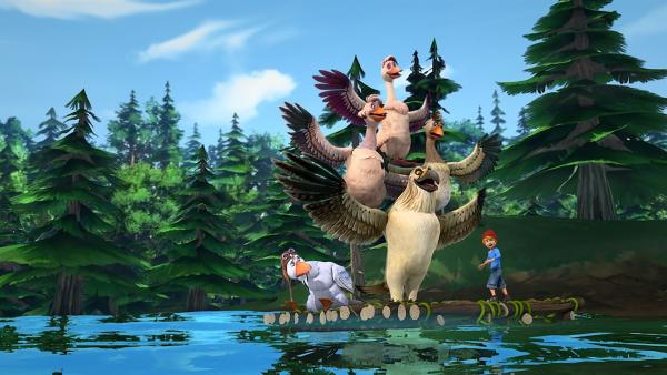 Da Martin mit seinem verrenkten Hals nicht fliegen kann, fahren die Gänse mit einem Floß. | Rechte: BR/Studio 100 Animation/Studio 100 NV