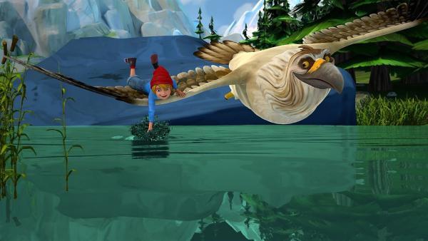Nils genießt es ab un zu, auf dem schnellen, großen Gorgo zu fliegen. | Rechte: BR/Studio 100 Animation/Studio 100 NV
