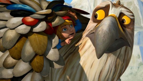 Adler im Einsatz (40) / Um Gorgo Tipss zu geben, wie man sich als Adler verhält, versteckt Nils sich unter angesteckten Federn auf Gorgos Rücken.   Bild: 2016 Studio 100 Animation/BR/Studio 100 NV   Rechte: 2016 Studio 100 Animation/BR/Studio 100 NV