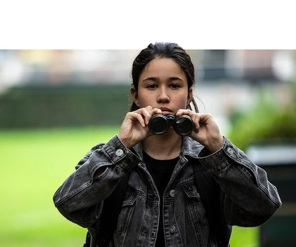 Farah (Denise Aznam) ist Hunters (Gina Spadaro, re.) wichtigste Vertraute geworden. | Rechte: WDR/The Storytellers Film & TV/Thomas Leermakers, 2019