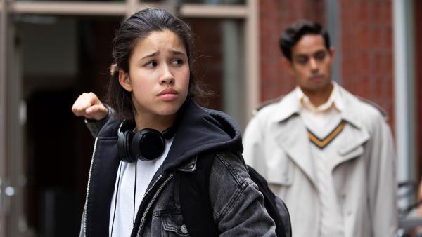 Hunter (Gina Spadaro) hat keinen guten Start an ihrer neuen Schule. | Rechte: WDR/The Storytellers Film & TV/Elvin Boer, 2019