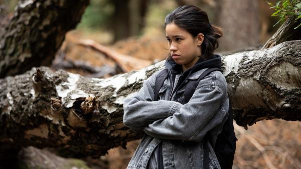 Hunter (Gina Spadaro) fühlt sich in ihrer neuen Umgebung nicht wohl. | Rechte: WDR/The Storytellers Film & TV/Elvin Boer, 2019