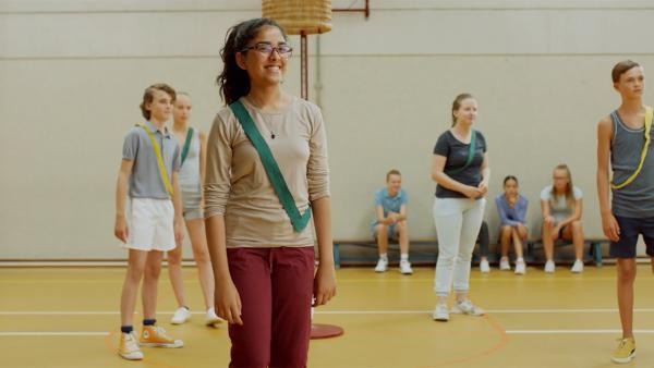 Samira (Inaya Siddique) ist neu in Hunters Klasse. | Rechte: WDR/The Storytellers Film & TV/Thomas Leermakers, 2019