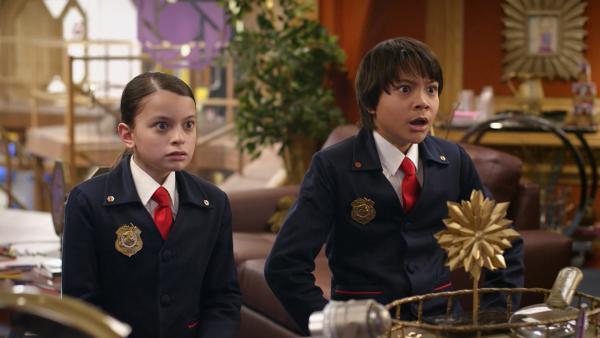 Olive und Otto bekommen gerade Informationen über den neuesten schrägen Fall auf: Alle Nullen sind verschwunden! | Rechte: HR/Odd Productions LLC