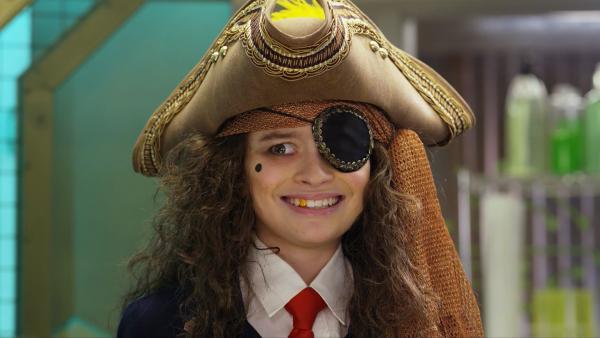 Agent Olive hat sich mit einer Krankheit namens Piratitis angesteckt. Sie wird immer mehr zum Piraten. Sollte sie nicht innerhalb kürzester Zeit entpiratisiert werden, bleibt sie für immer Pirat. | Rechte: hr/Odd Productions LLC