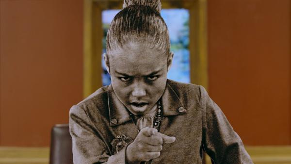Ms. O (Millie Davis) wurde von einer Kreatur in Stein verwandelt. | Rechte: hr/Odd Productions LLC
