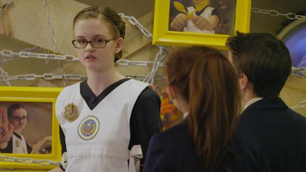 Agent Oksana (Madeleine Barbeau) streikt! Der Küchendienst ist eingestellt. Das ist gar nicht gut für Odd Squad. | Rechte: hr/Odd Productions LLC
