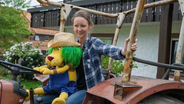 Auf dem Bauernhof gibt es viel zu entdecken. OLI und Davina machen hier Urlaub. | Rechte: SWR/Alexander Kluge