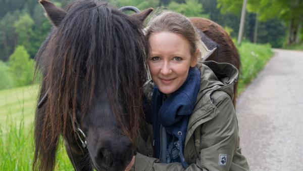 Davina schlägt einen Ausflug mit den Ponys vor. | Rechte: SWR/Alexander Kluge