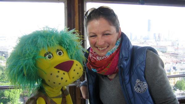 Oli mit Biber-Expertin Simone im Riesenrad auf dem Wiener Prater | Rechte: SWR/Film Company Baden-Baden