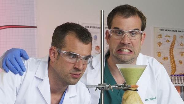 Die Ärzte und Zwillingsbrüder Dr. Chris und Dr. Xand | Rechte: KiKA Bildredaktion