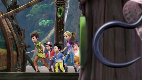 Peter Pan und seine Freunde schleichen sich den Piraten an. | Rechte: ZDF/method Film/DQ Entertainment