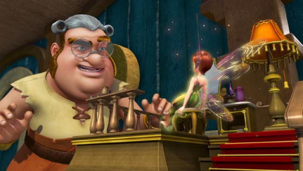 Smee hat eine Begegnung mit der Elfe Tinker Bell.   Rechte: ZDF/method Film/DQ Entertainment