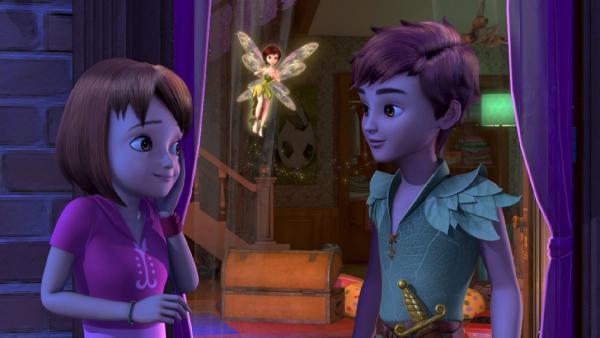 Peter Pan und Tinker Bell sind bei den Darlings gelandet, um Wendy und ihre Brüder nach Nimmerland mitzunehmen. | Rechte: ZDF/method Film/DQ Entertainment