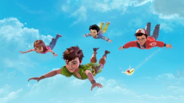 Peter Pan, Tinker Bell, Michael, John und Wendy im Anflug auf Nimmerland. | Rechte: ZDF/method Film/DQ Entertainment
