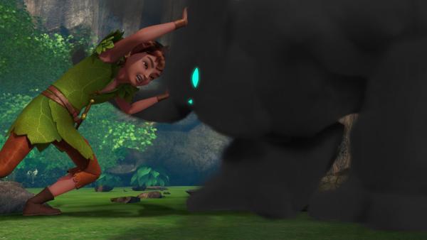 Peter Pan kämpft gegen Noctarum, dem schwarzen Monster, das eigentlich hinter der magischen Barriere wohnt. Wenn nicht bald die sieben Diamanten gefunden sind, ist Noctarum nicht mehr aufzuhalten. | Rechte: ZDF/DQ Entertainment