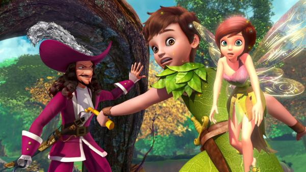 Peter und Tinker Bell versuchen Hook, der ganz Nimmerland in Gold verwandeln will, aufzuhalten.   Rechte: ZDF/DQ Entertainment