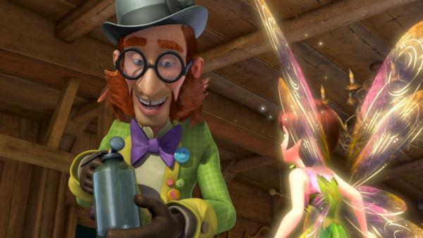 Mr. Ploof erzählt Tinker Bell, er sei der Held seines Lieblingsbuches, der Pirat Plick. | Rechte: ZDF/DQ Entertainment