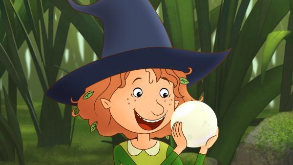 Eine Wunschkugel! Auch für eine Hexe ein besonderes Geschenk.   Rechte: ZDF/Akkord Film/Bastei Lübbe AG