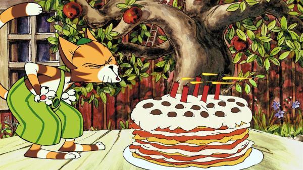Endlich ist es soweit: Findus kann die Kerzen auf seiner Geburtstagstorte auspusten.   Rechte: ZDF/TV Loonland