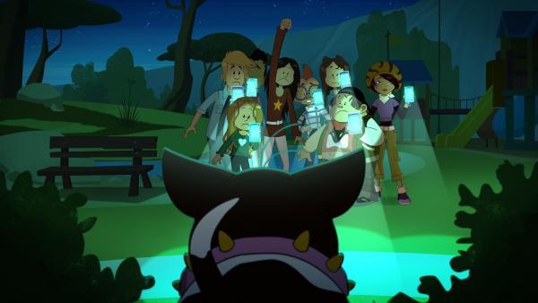 Bulldogge Fetzer macht nachts den Glückskuschel ausfindig und zum Entsetzen aller Freunde von Wendy und Marine auch kaputt. | Rechte: NDR/Bamboo Production/Samka Productions