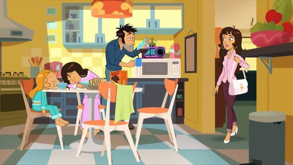 Wendy und Marine und Papa William sind noch zu übernächtigt, um zu kapieren, warum Mama so fröhlich aussieht. Sie erfahren es aus dem Radio: es ist Muttertag. | Rechte: NDR/Bamboo Production/Samka Productions