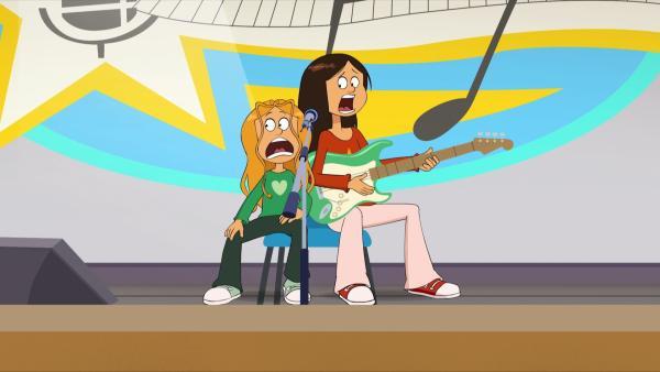 """Wendy und Marine versuchen auf der Bühne nicht zu streiten, um das Casting für die Talentshow """"Bad Bäder sucht den Superstar!"""" zu gewinnen.   Rechte: NDR/Bamboo Production/Samka Productions"""