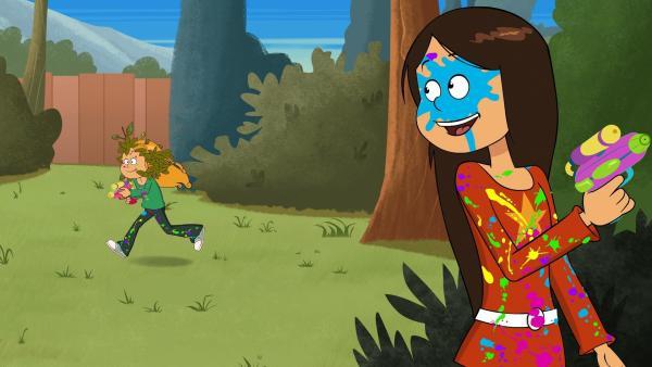 Wendy und Marine haben aus dem neuen Farbklecks-Look ein Spiel gemacht. | Rechte: NDR/Bamboo Production/Samka Productions