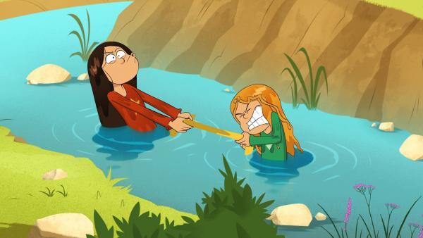 Wenn zwei sich streiten, freut sich die Dritte: Marine und Wendy merken nicht, dass sie fotografiert werden.   Rechte: NDR/Bamboo Production/Samka Productions