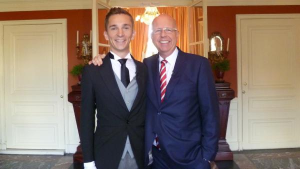 Eric in der Butlerakademie mit seinem Lehrer Robert Wennekes   Rechte: Karola Körber