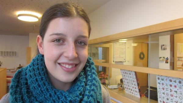Die 14-jährige Maja nimmt im Sterbe-Hospiz Abschied von ihrer Oma. | Rechte: ZDF/Ulrike Schenk